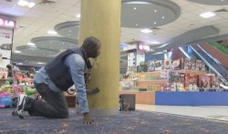 k50-police-officer-taking-a-position-in-a-Nairobi-mall-500x295