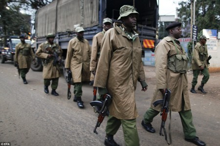 k78-Kenyan-paramilitary-officers-walk-towards-a-small-shopping-arcade-adjacent-to-the-Westgate-shopping-mall-450x300