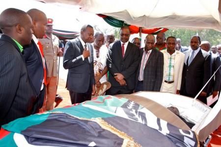 President-Uhuru-Kenyatta-paid-his-last-respects-450x300