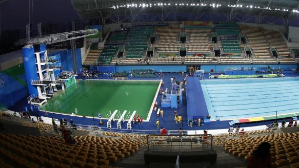 Gross Green Diving Pool